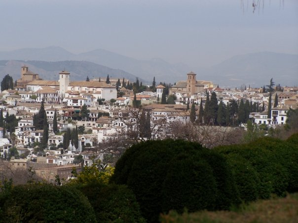 an overview of the city of granada Overview in the tour we will visit the historical center of the city and all its streets, passing by monuments such as the cathedral of granada or the royal hospital, and ending in the alcaiceria where we have the arab market and where after finishing you can go shopping in its stores or eat.